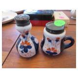 Victorian Chinese Imari individual salt shaker and