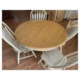 Round Farmhouse Table W/Extension Leaf