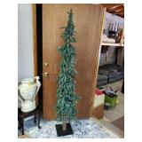 Beautiful pine comb pencil tree cam be placed in
