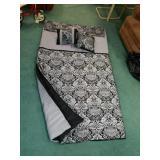 Bwautiful black & gray king sized comforter set