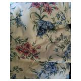 Beautiful queen sized floral comforter with shams