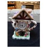 Super cute teapot clock approx 9 inches tall