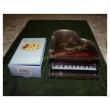 2 Music boxes - plastic piano & happy birthday