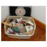Vintage scale & plastic tub of knick knacks