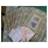 Spring 6 placemats and 8 napkins