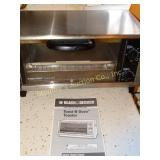 Black and Decker toaster oven, model TRO 200