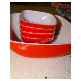 Red Pyrex vintage 2 qt salad bowl set