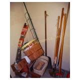 Flat shovel, garden weasel, etc with baskets in