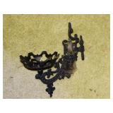 Cast wall hanger for oil lamp