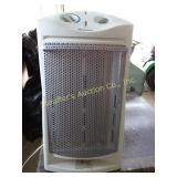 Holmes electric heater & 2 Rubbermaid containers