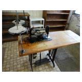 Singer Sewing Machine model # AC460089 w/foot