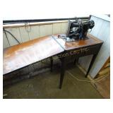 Singer Sewing Machine model # AL885596 w/foot