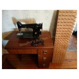 Vintage Singer Sewing Machine w/cabinet &