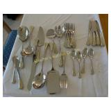 Lenox holiday serving pieces & flatware serv/4