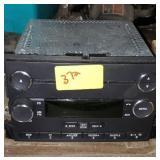 FORD RADIO W/ CD PLAYER