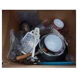 Pyrex Bowl, Wok, Pizza Pans, Kitchen Wares