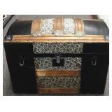 Decorative barrel top trunk