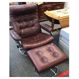Vintage leather Eknores Stressless recliner