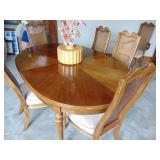 table w/leaf & 4 chairs (ex.cond)