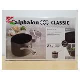Calphalon Classics 2-1/2Qt Sauce Pan & Cover