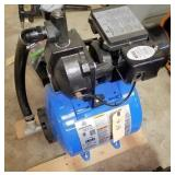 CL520 shallow well pump with tank - un used