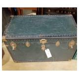 Green Ship Trunk Foot Locker w/tray  in good shape