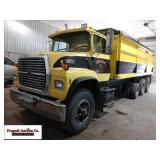 1990 Ford L8000 Tri Axle Grain Truck, Ford 240 hp