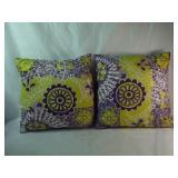 2 decorative Throw Pillows