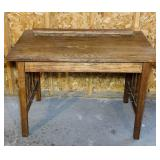 Oak Table,2 bottom boards need attached