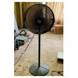 Holmes Air Logic Rotating Fan, Dirty but works