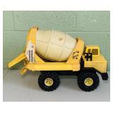 Tonka XMB-975 Cement Truck, tank rotates