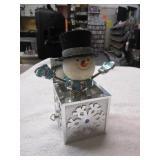 Snowman Glitter Music Box,  Works