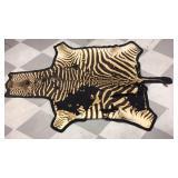 Zebra floor pelt