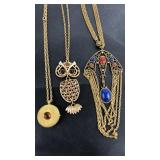 Lot of vintage pendant style  necklaces