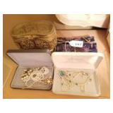 Jewelry Boxes; Pearl Jewelry; Asian Jewelry Roll