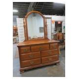 7 Drawer Dresser With Mirror VGC