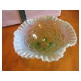 Beautiful Vtg Green Opalescent Bowl 8&3/4""