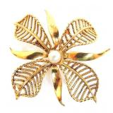 750 (18k) Gold Brooch with pearl