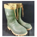 Gently used Kamik insulated rubber boots size 5