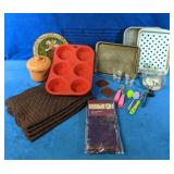 This Kitchen Lot includes 4 Placemats, New set of