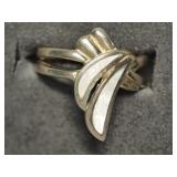 45L- sterling mother of pearl ring - size 5.25