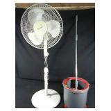 Working oscillating floor fan with spin mop and