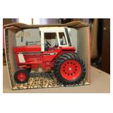 International 1586 toy tractor