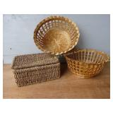 3 Baskets, 1 w Hinged Lid