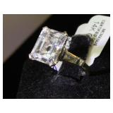 14k GOLD & 4ct White Sapphire ring, size 5, 3.7g