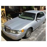 2001 Lincoln Towncar Signature Series - unknown