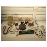 Lot of assorted decorative items - carved wood
