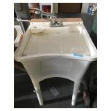 Plastic work shop sink with parts washer insert