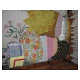 Assorted Kitchen Linens