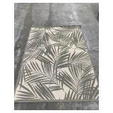 Leaf pattern area rug